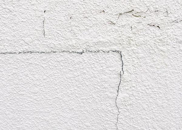 割れた外壁の塗装