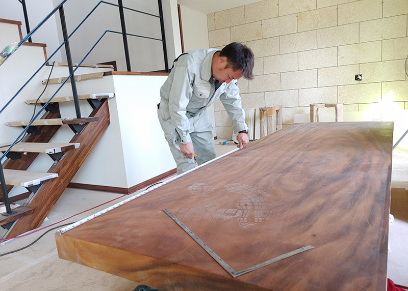 自社製作のテーブル